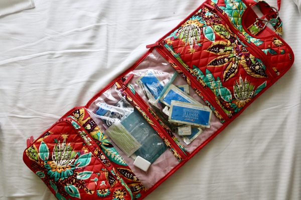 5 Things to Help You Stay Organized When You Travel with Vera Bradley | Greta Hollar