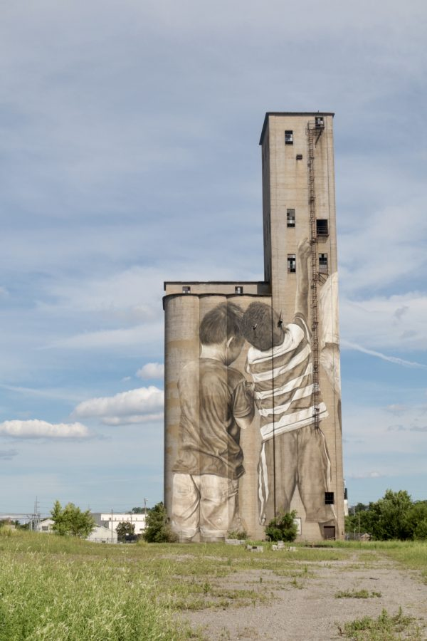 More Nashville Murals You Should Visit | Greta Hollar | 32 More Nashville Murals You Should Visit by popular Nashville blogger Greta Hollar: image of large building mural in Nashville, Tennessee.