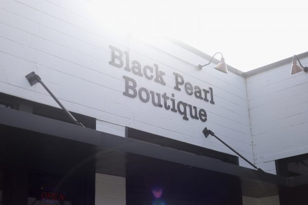 A Day Trip to Columbia, TN | Greta Hollar | Day Trips from Nashville TN: A trip to Columbia TN by popular Nashville blogger, Greta Hollar: image of Black Pearl Boutique in Columbia TN.