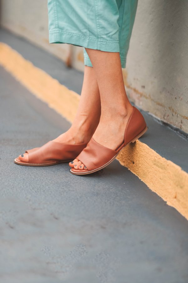Festival Shoes featured by top US fashion blogger Greta Hollar; Image of a woman wearing Seychelles shoes.