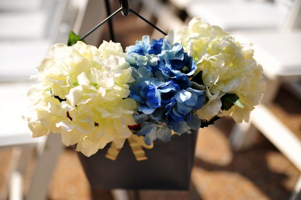 4th of July Wedding | Greta Hollar | 4th of July Wedding | Greta Hollar | 4th of July Wedding by popular lifestyle blogger Greta Hollar: close up image of faux white and blue hydrangeas in a metal hanging vase.