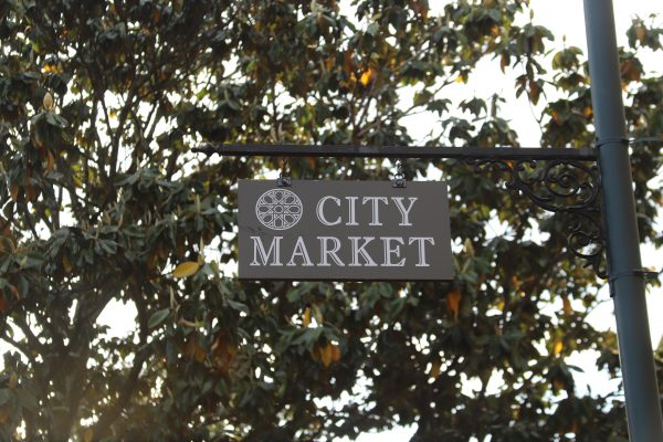 Savannah Travel Guide | Greta Hollar | he Ultimate Savannah Travel Guide by popular Nashville lifestyle blogger, Greta Hollar: image of city market sign.
