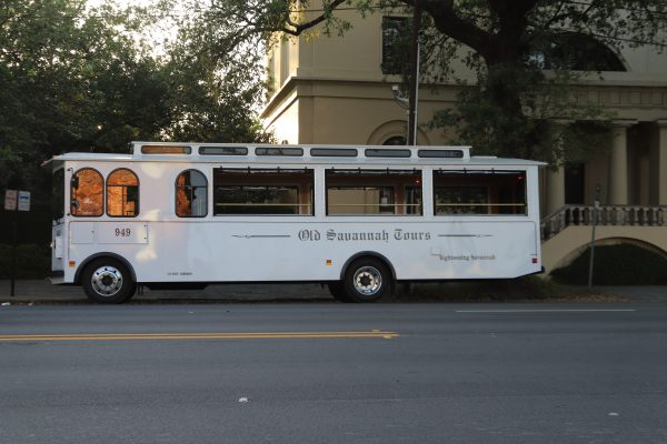 Savannah Travel Guide | Greta Hollar | he Ultimate Savannah Travel Guide by popular Nashville lifestyle blogger, Greta Hollar: image of Old Savannah Tours bus.