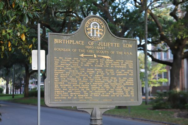 Savannah Travel Guide | Greta Hollar | he Ultimate Savannah Travel Guide by popular Nashville lifestyle blogger, Greta Hollar: image of Juliette Low Birthplace sign.