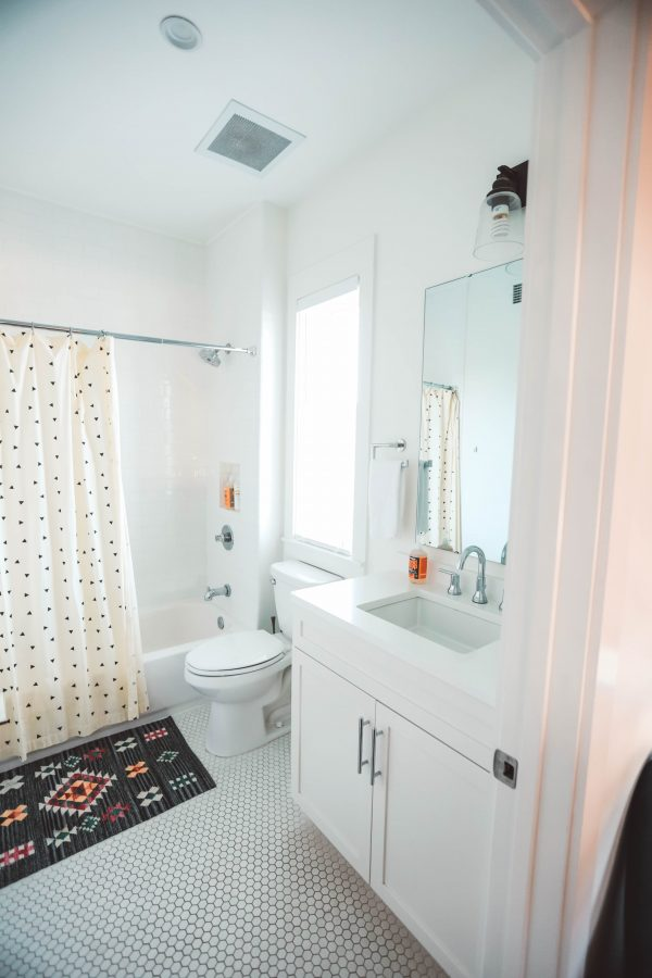 A Stay at The Waverly Nashville | Greta Hollar | A Stay at The Waverly Nashville by popular Nashville blogger, Greta Hollar: image of a bathroom at The Waverly Nashville.