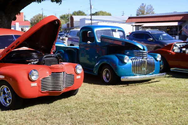 A Couples Getaway to Hohenwald, TN | Greta Hollar | A Couples Getaway to Hohenwald, TN | Greta Hollar | A Couples Getaway: Things to do in Hohenwald TN by popular Nashville travel blogger, Greta Hollar: image of vintage cars at the Oktober heritage festival.
