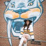 Outfits to Wear to a Nashville Predators Game | Greta Hollar