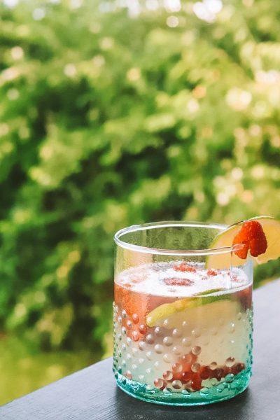 Spring Cocktails: Raspberry Lime Gin Cocktail | Greta Hollar