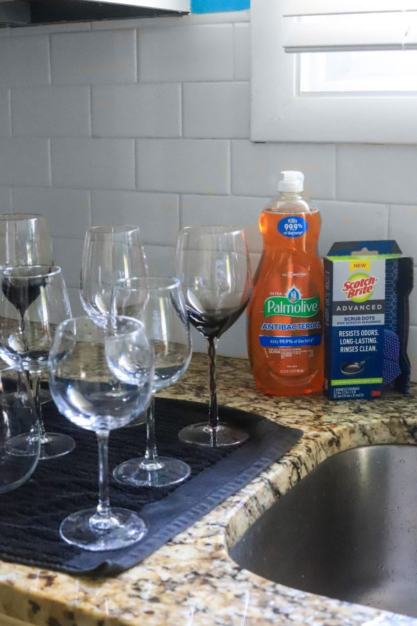 5 Tips to Spotless Wine Glasses | Greta Hollar