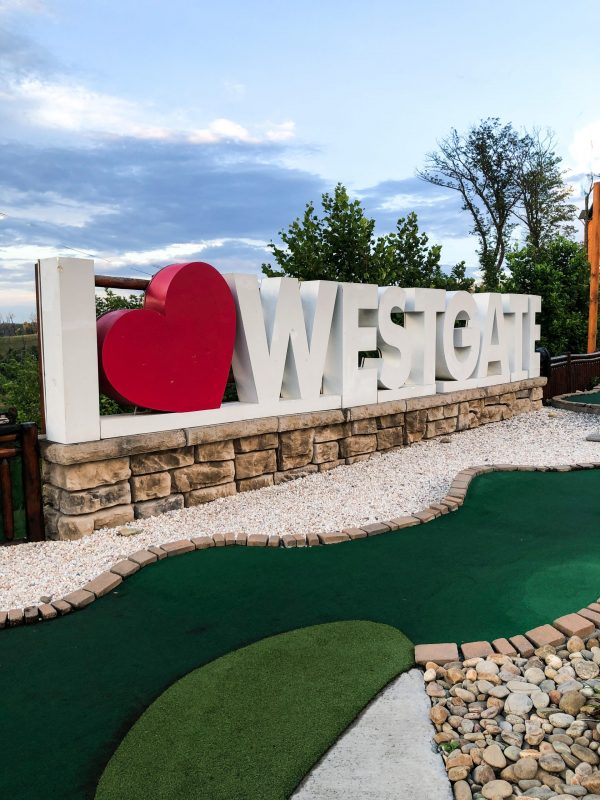 Travel Guide to Westgate Smoky Mountain Resort When Social Distancing | Greta Hollar