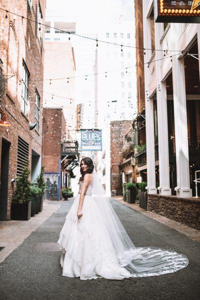 Nashville Bride Guide: 5 Tips to Get your Wedding Gown at Modern Trousseau Nashville Sample Sale | Greta Hollar