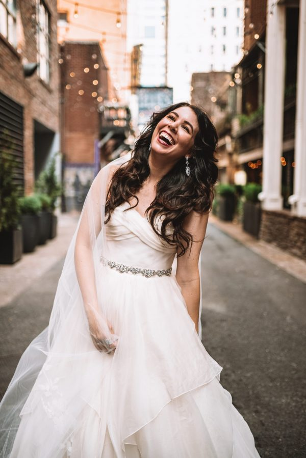 Nashville Bride Guide: 5 Tips to Get your Wedding Gown at Modern Trousseau Nashville Sample Sale | Greta Hollar