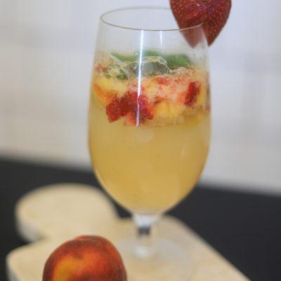 Summer Cocktail: Strawberry Peach Mojito | Greta Hollar