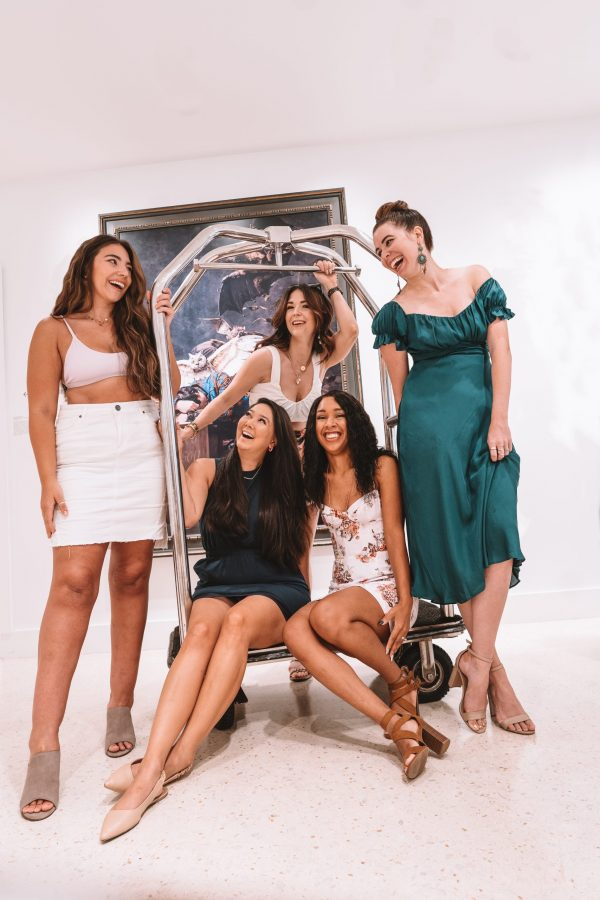 Girls Trip to Chicago: a Complete Weekend Guide | Greta Hollar | Girls Trip to Chicago: a Complete Weekend Guide | Greta Hollar | Girls Trip to Chicago by popular Nashville travel blogger, Greta Hollar: image of a group of girls standing next to and sitting on a luggage rack.