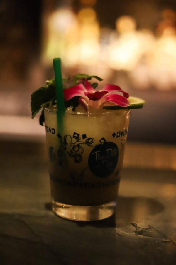 Girls Trip to Chicago: a Complete Weekend Guide | Greta Hollar | Girls Trip to Chicago: a Complete Weekend Guide | Greta Hollar | Girls Trip to Chicago by popular Nashville travel blogger, Greta Hollar: image of a Three Dots and a Dash cocktail.