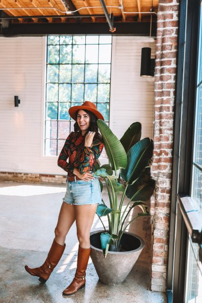 How to Wear your Favorite Denim Shorts into the Fall | Greta Hollar